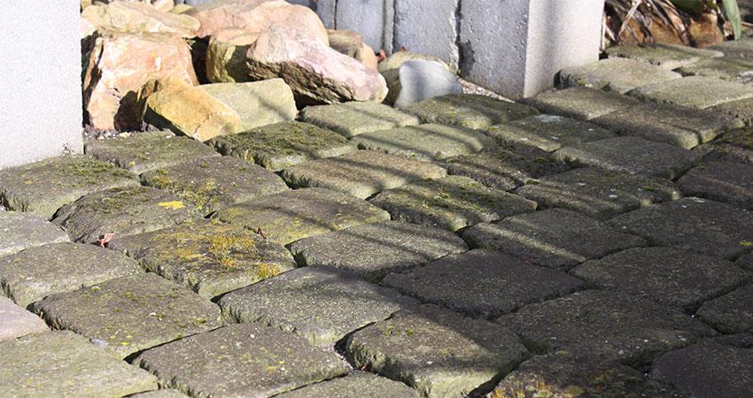Bestrating overig: Basalt keien