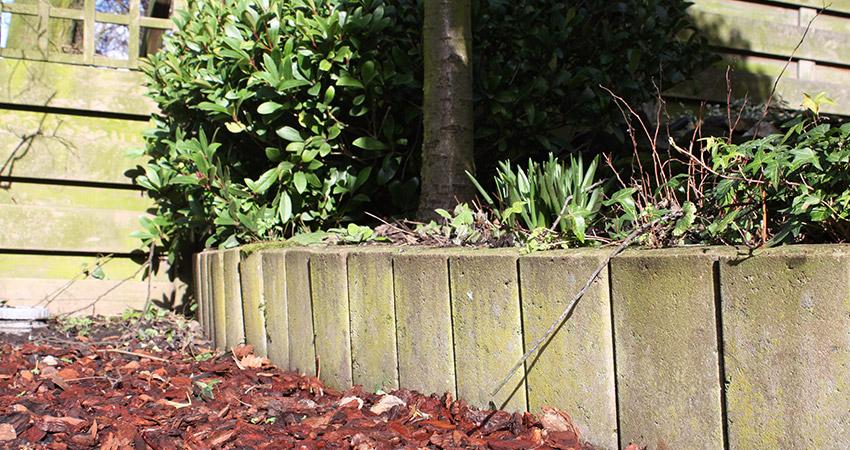 Grondkering: Verweerde Allstadt betonpalissade